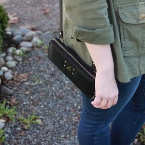 Handbags - ⬇️ Bevee Black Convertible Wallet